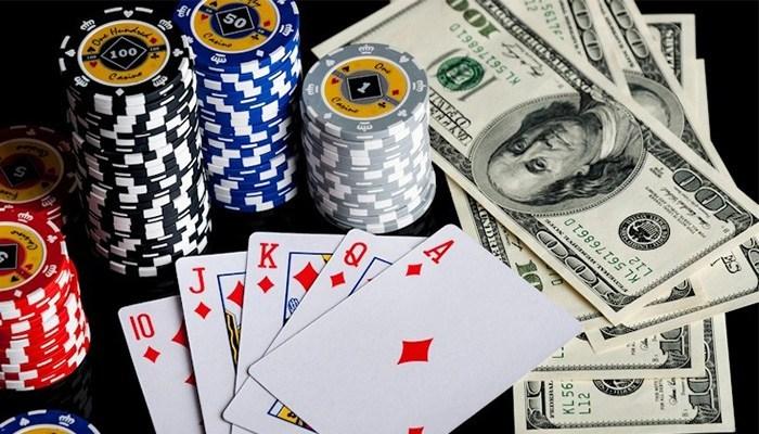 Apakah-Bermain-Poker-Bisa-Menghasilkan-Uang?