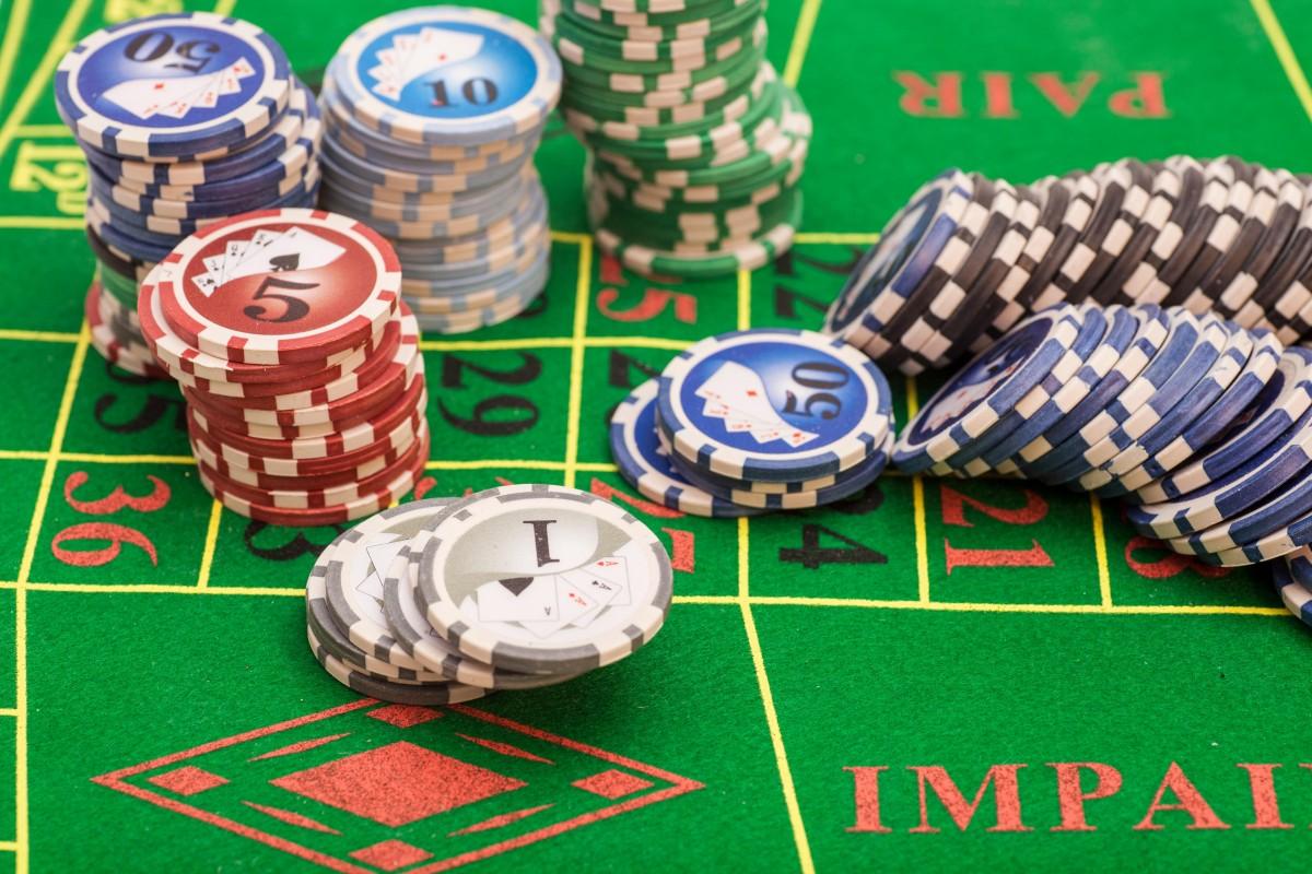 Perintah-Saat-Bermain-Kartu-Taruhan-Poker